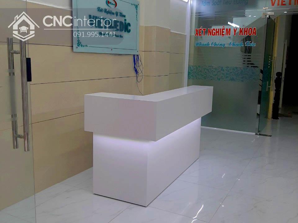 Quầy lễ tân chữ L màu trắng tinh tế CNC 35 4