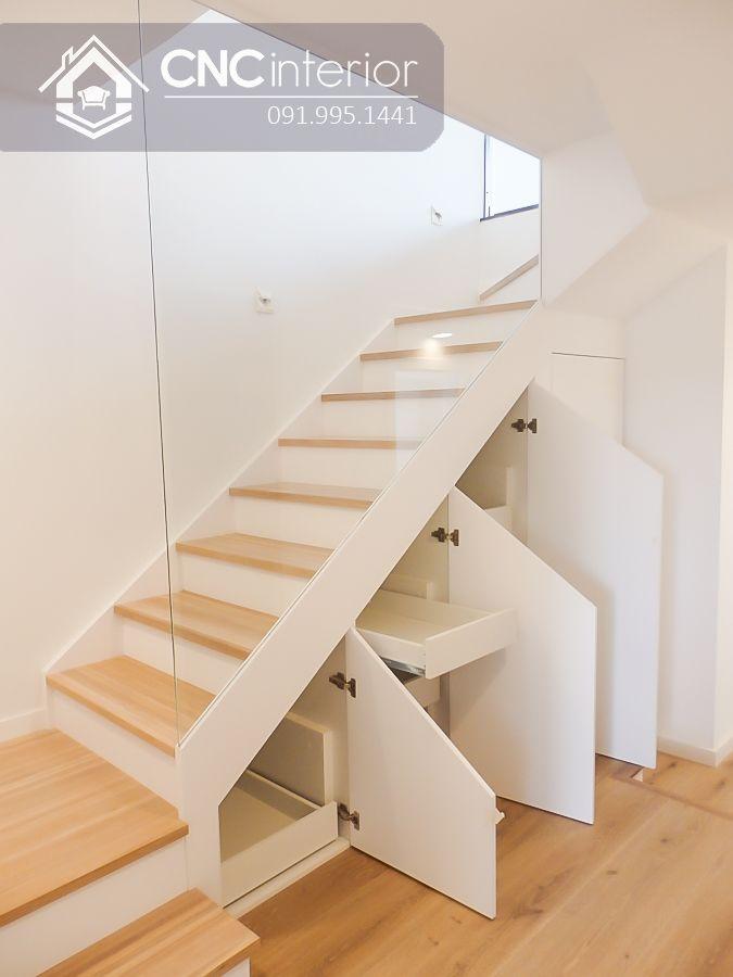 Tận dụng gầm cầu thang làm tủ