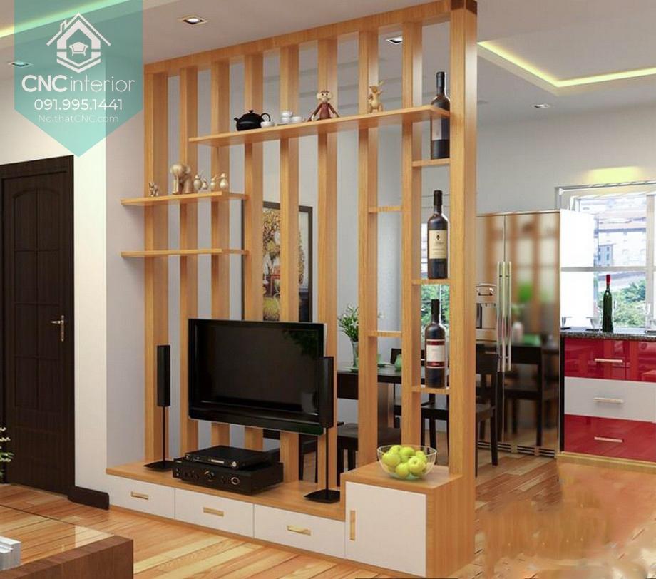 Vách ngăn gỗ được tận dụng làm kệ tivi vừa tiết kiệm vừa trang trí cho nơi tiếp khách sang trọng hơn