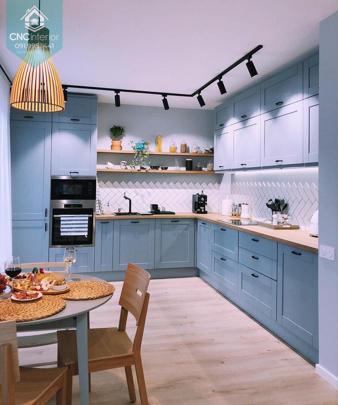 Căn bếp tiện nghi sang trọng với tủ bếp chữ L lớn