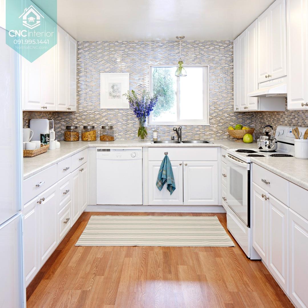 Không gian nấu ăn sang trọng rộng rãi với màu trắng sáng