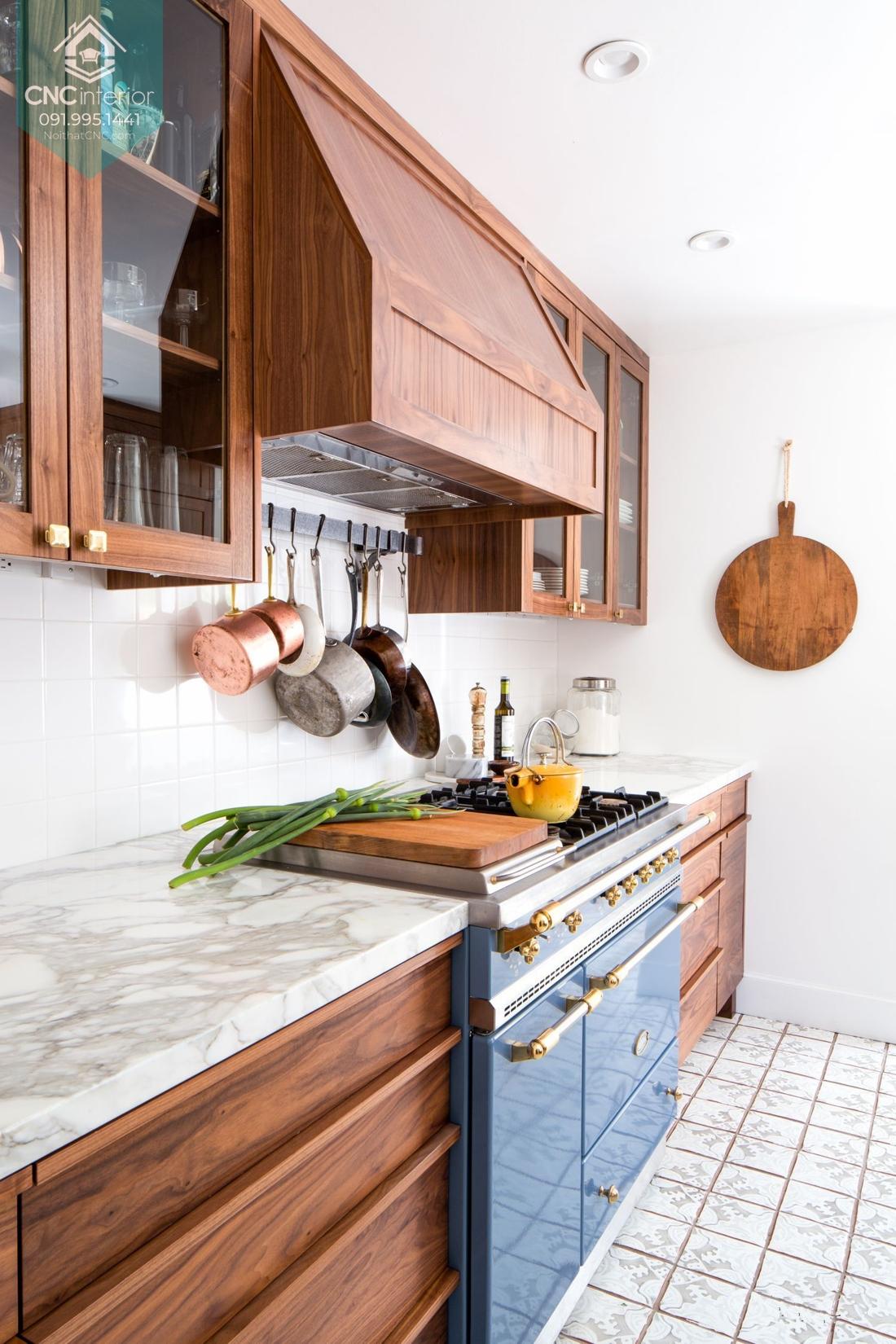 Tủ bếp gỗ tự nhiên sang trọng đẳng cấp