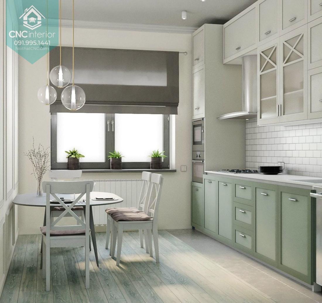 Màu sắc nhẹ nhàng giúp căn phòng bếp tân cổ điển nhỏ thoáng hơn