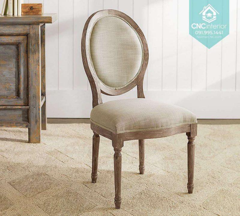46 Louis chair 3
