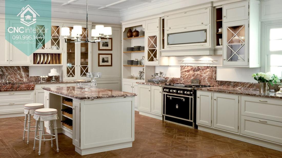 Vân đá độc đáo có tác dụng trang trí rất tốt tăng vẻ sang trọng trong phòng bếp tân cổ điển