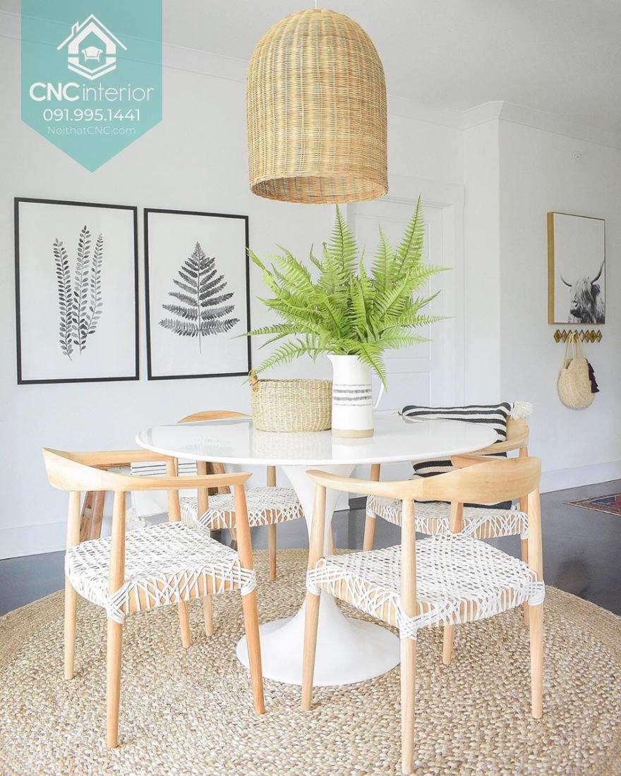 Ghế gỗ, đèn nứa và thảm cói là những vật liệu dễ tìm kiếm tại Việt Nam
