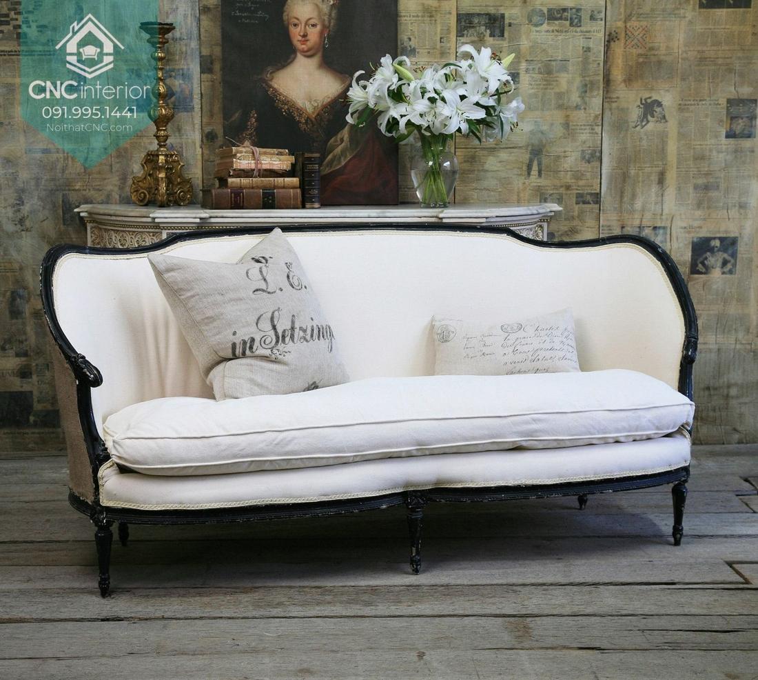 Chiếc sofa cũ nhưng vẫn đảm bảo chức năng sử dụng