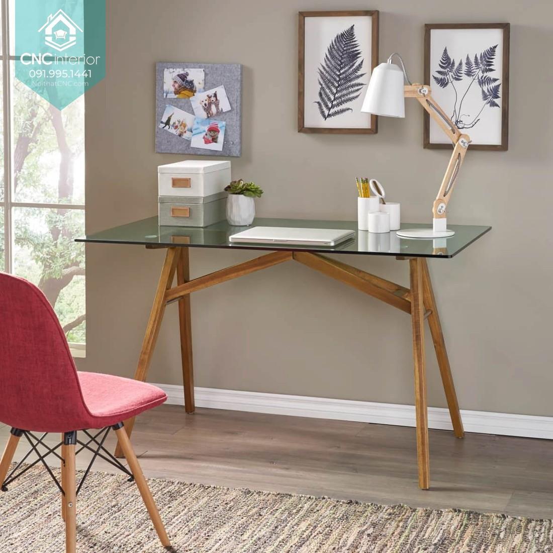 Bàn làm việc hiện đại mặt bàn bằng kính và chân bàn gỗ